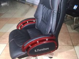Imported Executive Chair Model No.R-185