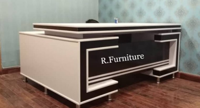 Imported Executive table Size : 3/6 feet