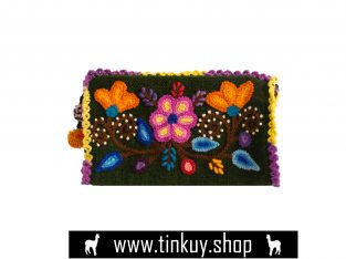 Andean toiletry bag with floreal detail
