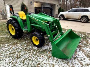 John Deere 4600 43HP Tractor w/Loader
