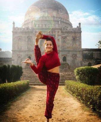 Best Yoga Trainer :- Aakriti Rana (Personal Coach)